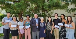 Eight students (scholarship winners) pose with Jim and Nancy Witt.